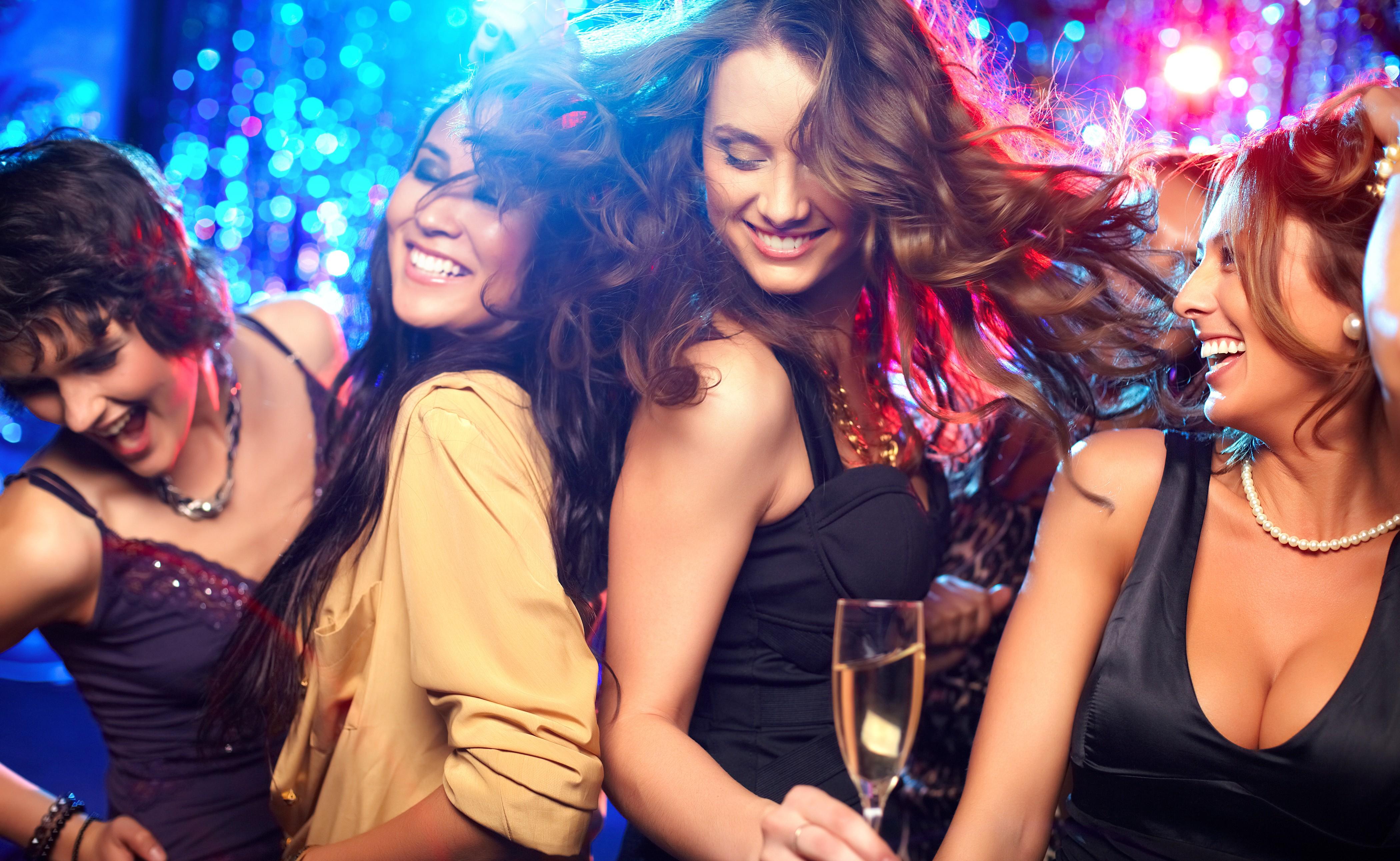 Русские жены в ночных клубах 18 фотография