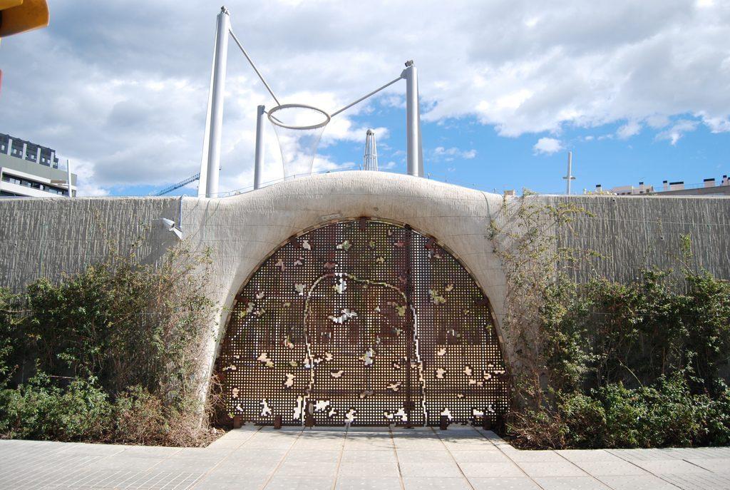 entrance to park in poblenou