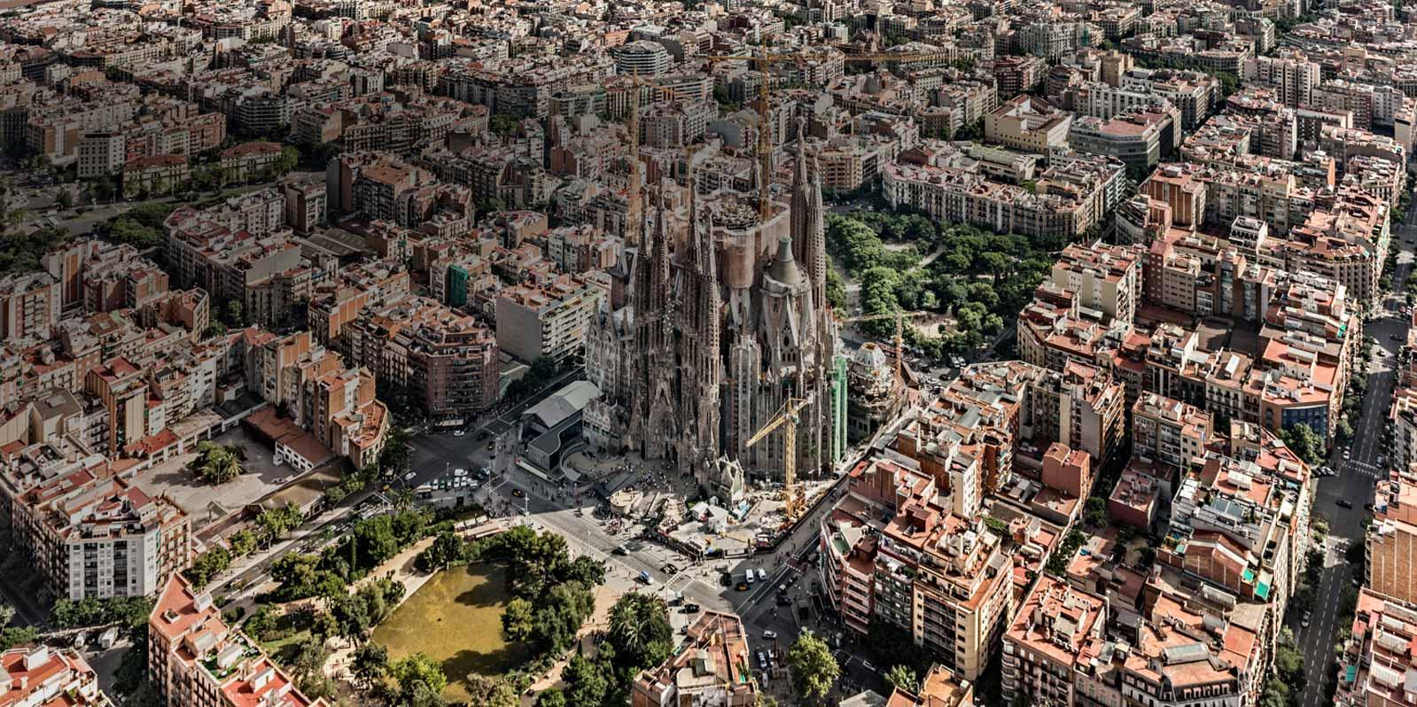districts in barcelona city - eixample with sagrada familia