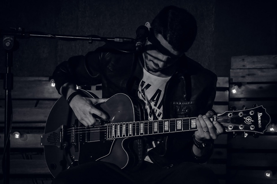 how to play barcelona nights on guitar