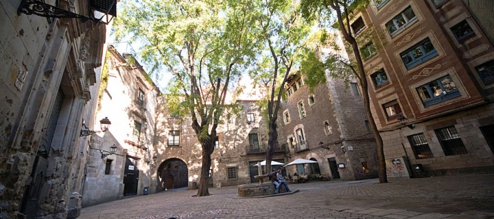 5 charming squares in Barcelona