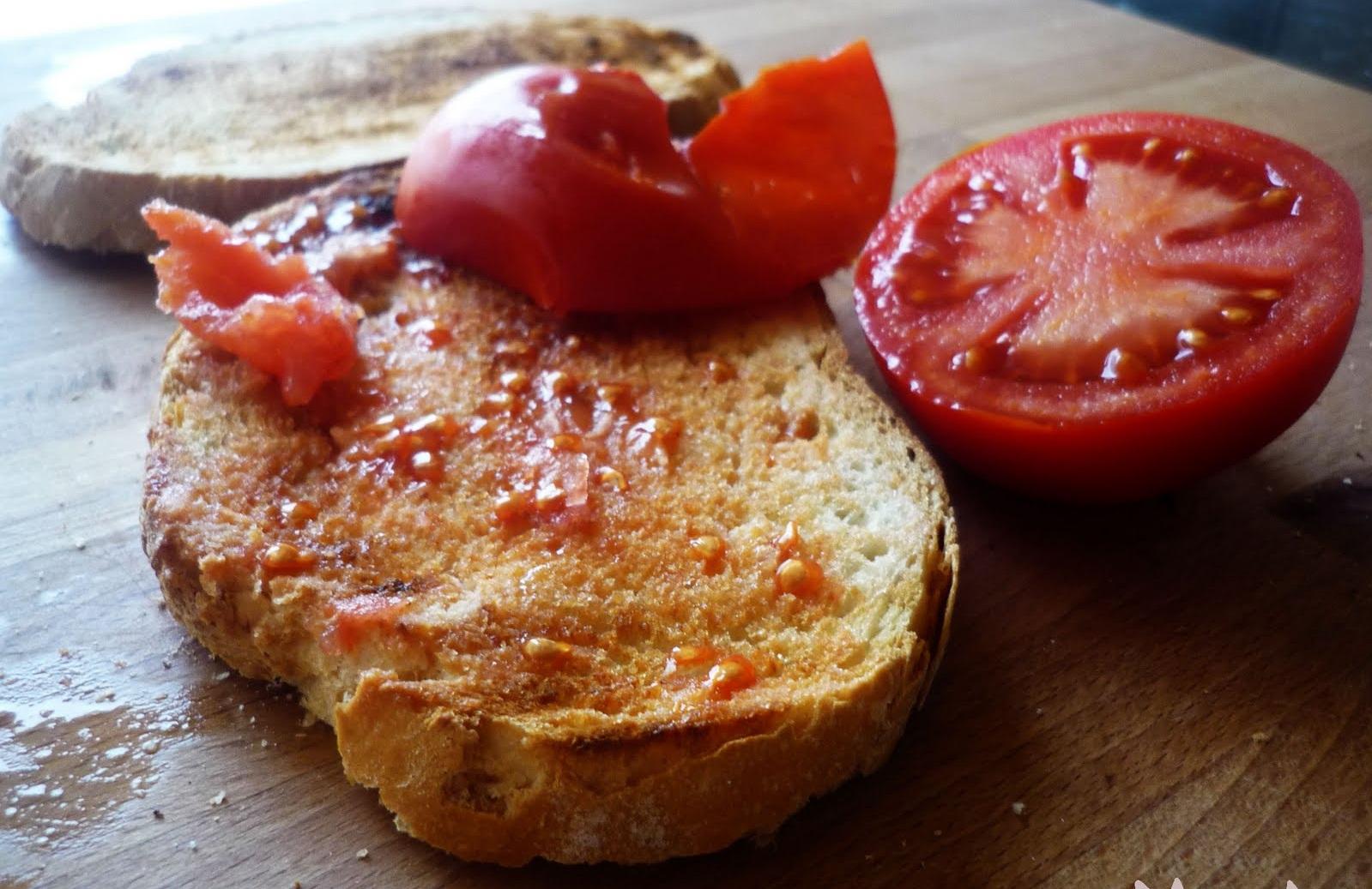 pan tumaca or pan con tomate