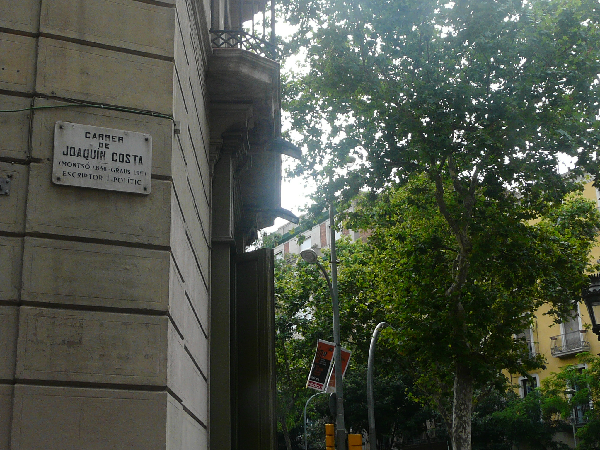 Joaquim Costa: a trendy street in the lively Raval