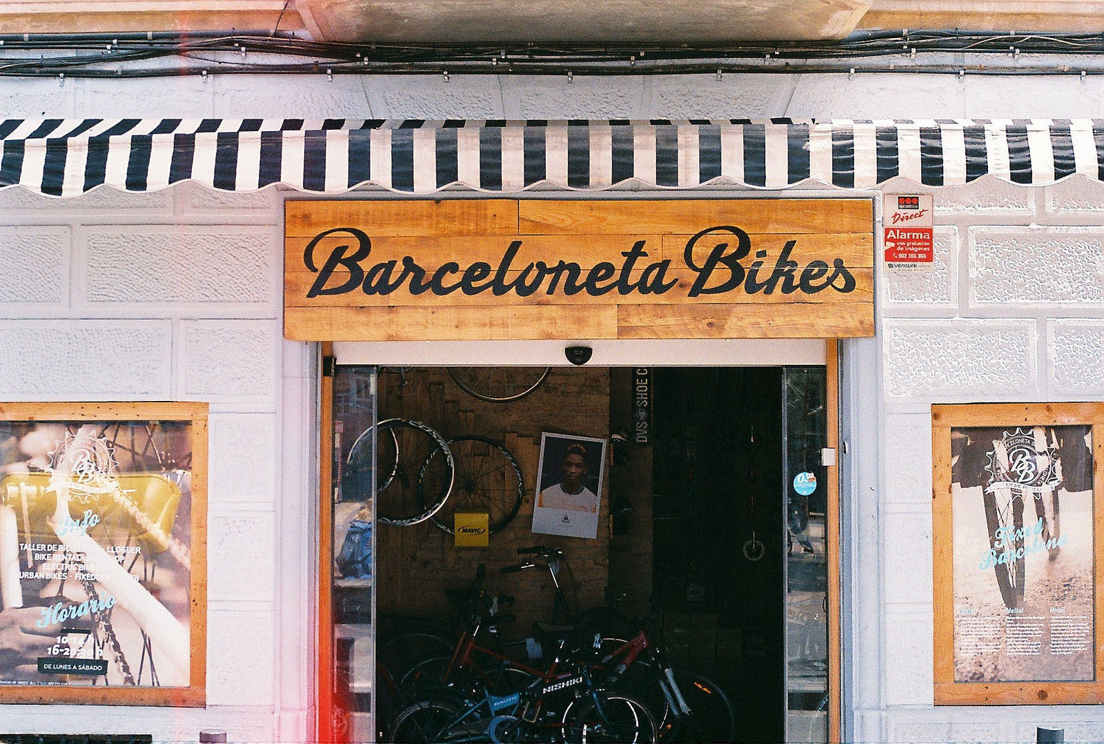 Bike repair shops in barcelona for Motorized bicycle repair shop