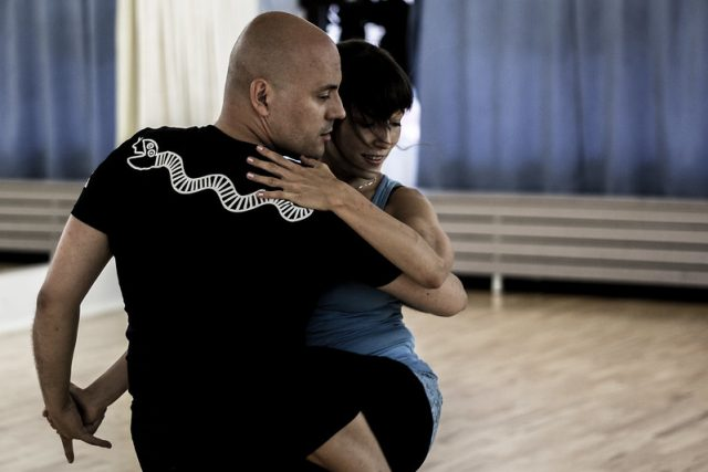 passionate dancing in barcelona