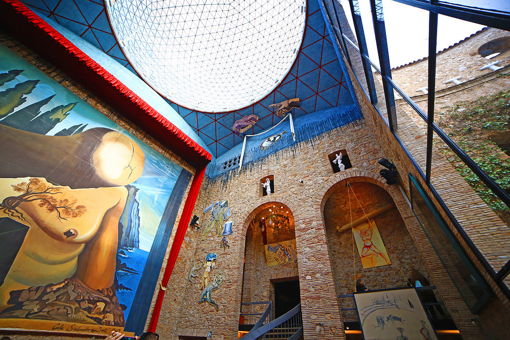 Museo Dali Barcelona.Dali Paintings Not To Be Missed At The Dali Museum