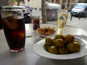 vermouth with ice and olives on table