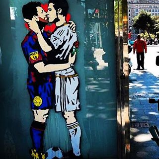 El beso ms inslito entre Messi y Cristiano por Santhellip