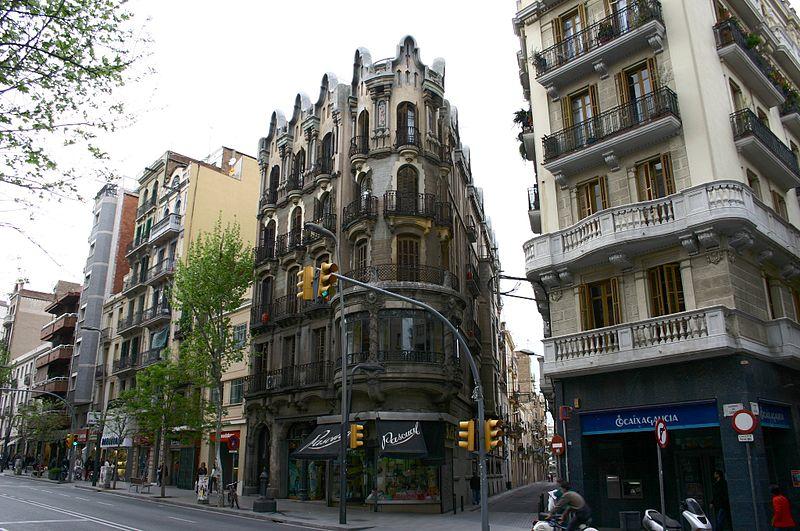 Discover the neighborhood of Sants
