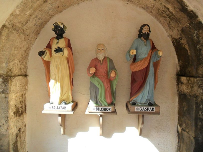 three wise men statues