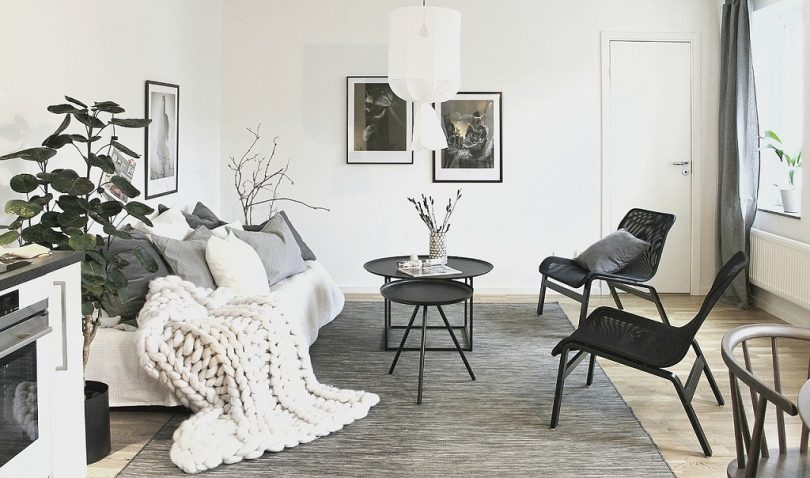 living room in black, grey and white