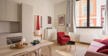 holiday rental in barcelona with kitchen and living room