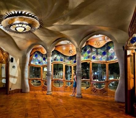 Barcelona 39 s modernist route shbarcelona for Art nouveau fenetre