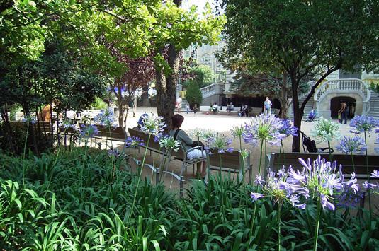 Discover palau robert in barcelona shbarcelona for Jardines del palau